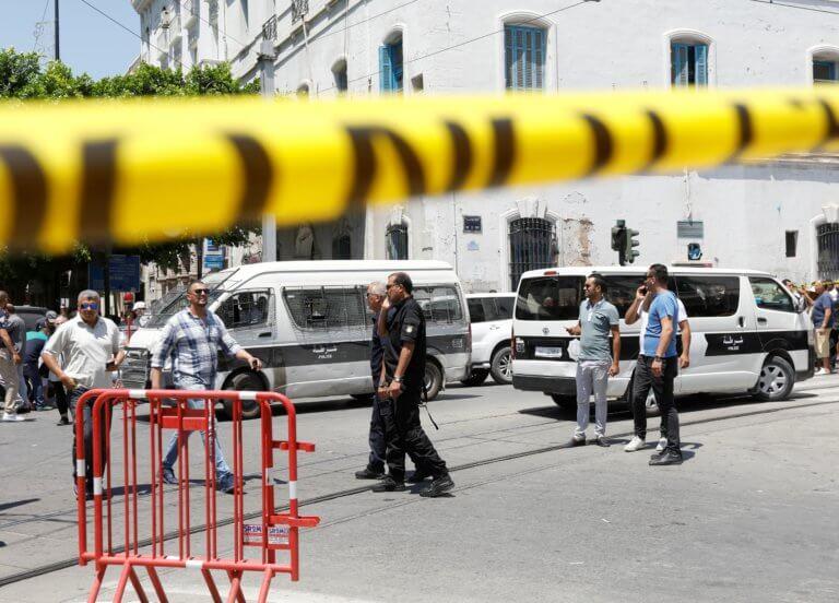 Τύνιδα: Επιθέσεις καμικάζι σε αστυνομικούς και στρατιώτες – Διαμελίστηκαν τα θύματα! video