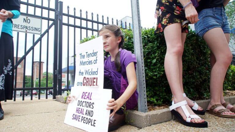 ΗΠΑ – Μιζούρι: Ανοικτή με δικαστική απόφαση η μοναδική κλινική για αμβλώσεις
