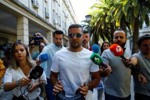 """Ισπανία: 15 χρόνια φυλάκιση στους άνδρες της """"αγέλης"""" που βίασαν 18χρονη"""