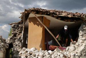 Σεισμός: 4 τραυματίες και 100 σπίτια ρημαγμένα από τις δονήσεις στα ελληνοαλβανικά σύνορα