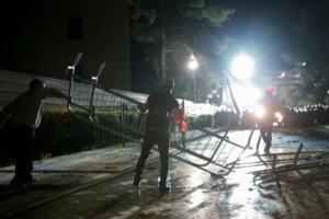 Αλβανία: Χάος από επεισόδια – Διαδηλωτές ζητούν την παραίτηση Ράμα [video,pics]