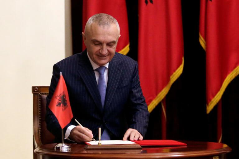 Αλβανία: Συγκαλείται η Βουλή για την καθαίρεση του προέδρου!