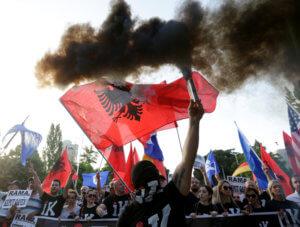 Αλβανία: Νέες συγκρούσεις μεταξύ διαδηλωτών και αστυνομίας