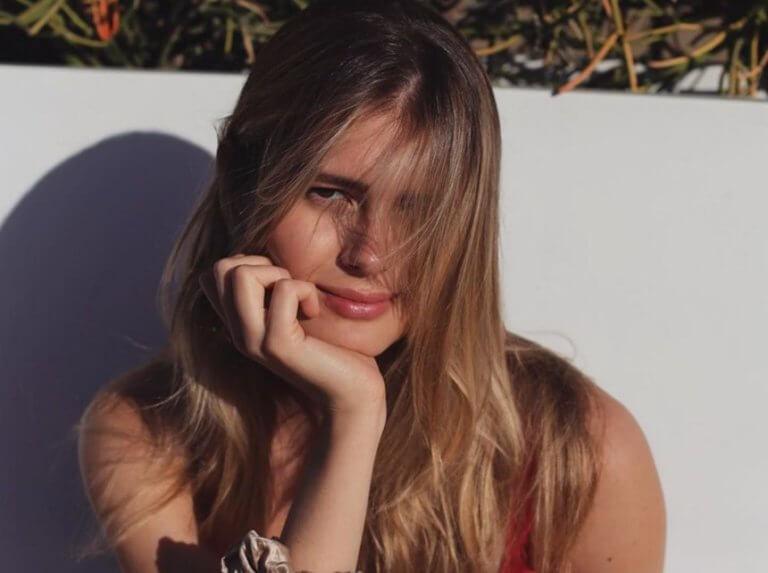 Η Αμαλία Κωστοπούλου κάνει κούρα ομορφιάς για τον γάμο της μητέρας της, Τζένης Μπαλατσινού