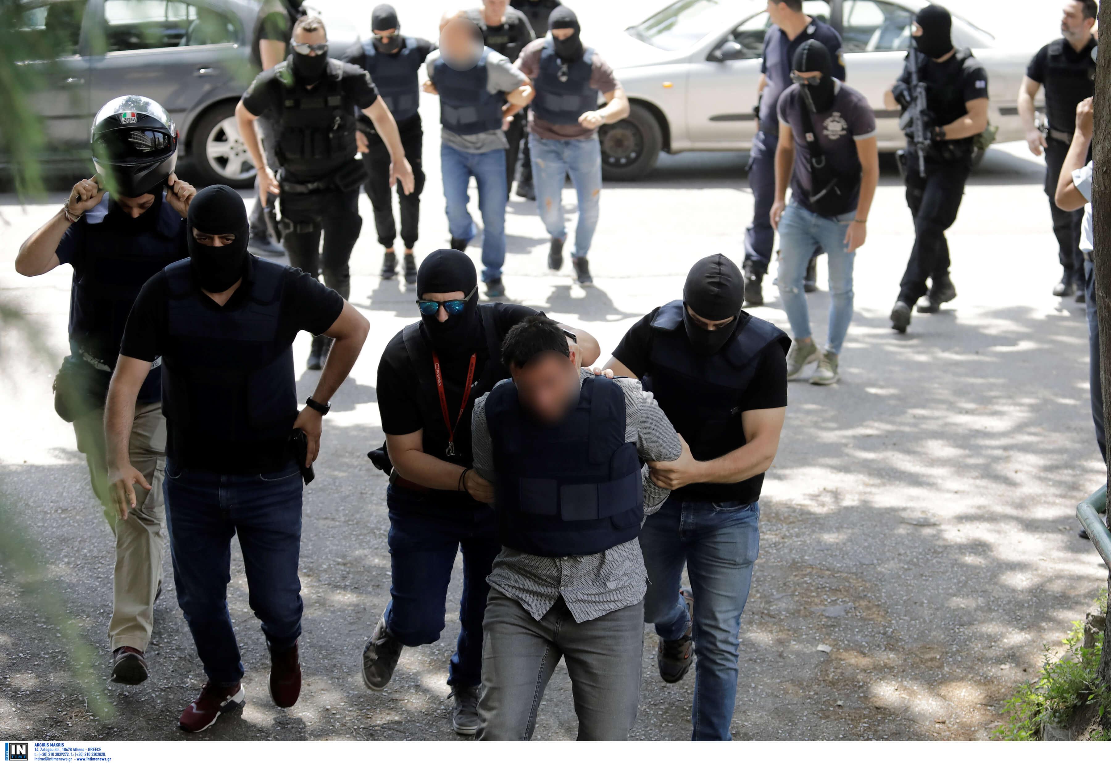 Ληστεία ΑΧΕΠΑ: Το μήνυμα των τριών συλληφθέντων μέσα από τα κρατητήρια