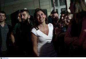 Μπέτυ Μπαζιάνα: Εντυπωσιακή στα λευκά δίπλα στον Αλέξη Τσίπρα!