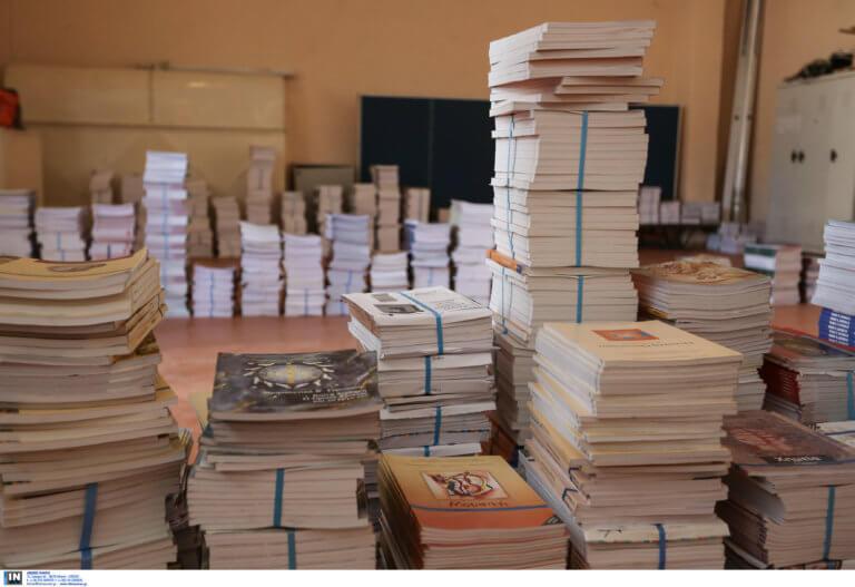 Αδιανόητη γκάφα! Τύπωσαν 70.000 αντίτυπα από «κομμένα» βιβλία Μαθηματικών!