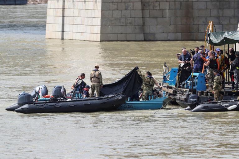 Ουγγαρία: Εντοπίστηκε και δωδέκατο πτώμα μετά το ναυάγιο στον Δούναβη