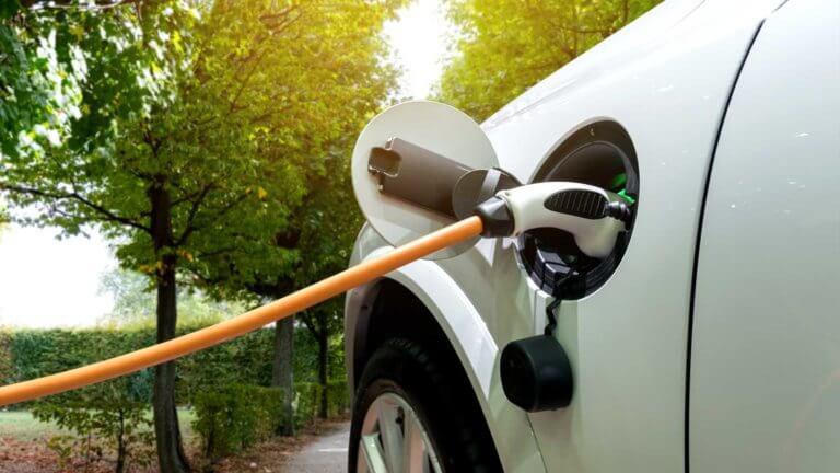 Οι περισσότεροι ιδιοκτήτες ηλεκτρικών αυτοκινήτων δεν τα φορτίζουν με ασφαλή τρόπο!