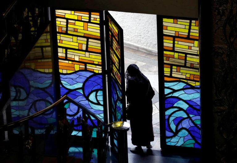 Δεν θα λαμβάνουν Θεία Κοινωνία όσοι ψήφισαν υπέρ των αμβλώσεων αποφάσισε η Καθολική Εκκλησία