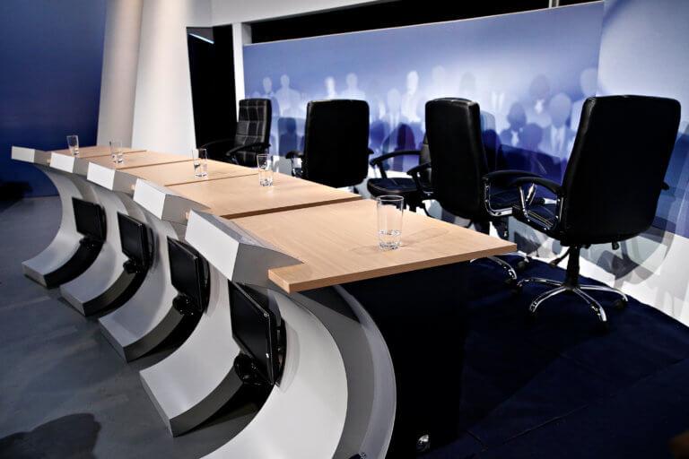 Debate: Συνεδριάζει για να βρει λύση η διακομματική επιτροπή
