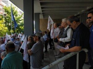 Διαμαρτυρία συνταξιούχων στα Δικαστήρια Θεσσαλονίκης