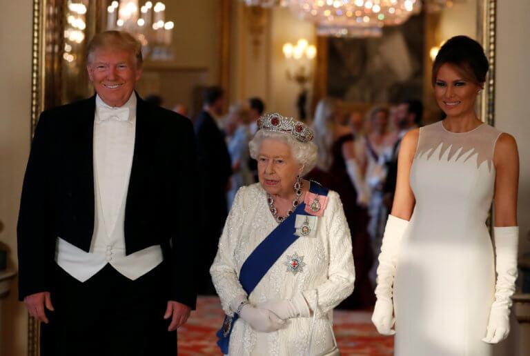 «Μέσα» στο επίσημο δείπνο της Βασίλισσας Ελισάβετ προς τιμήν των Τραμπ!