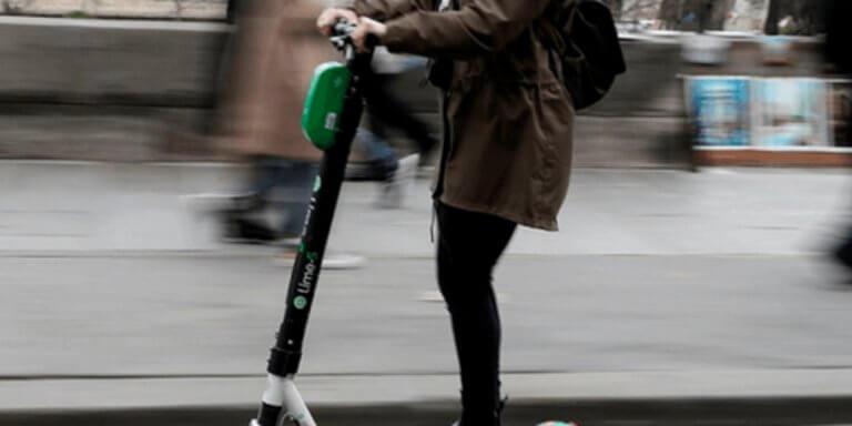 Ηλεκτρικά πατίνια: Η επιτυχία που έγινε… εφιάλτης – Τροχαία, θάνατοι και «χάος» στα πεζοδρόμια