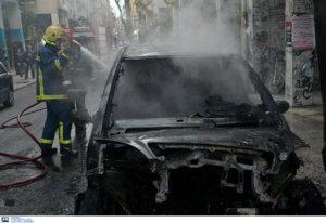 Εμπρησμοί αυτοκινήτων τα ξημερώματα στο κέντρο της Αθήνας