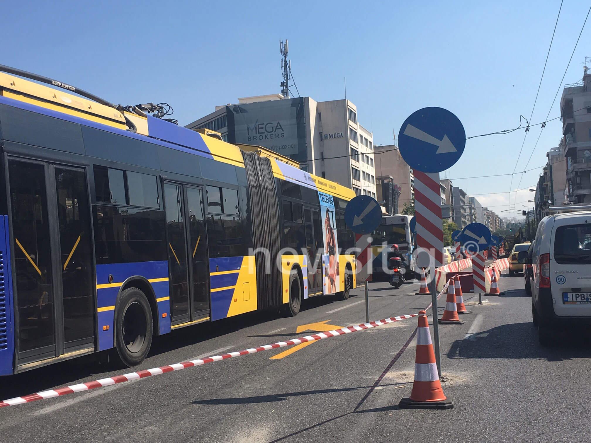 «Μέσα» στα έργα που μετατρέπουν τη Συγγρού σε… απέραντο πάρκινγκ [pics, vid]
