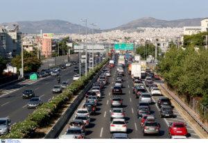 Αυτοκίνητο πήρε φωτιά στην Εθνική Οδό ! Ουρές χιλιομέτρων στο ρεύμα προς Λαμία