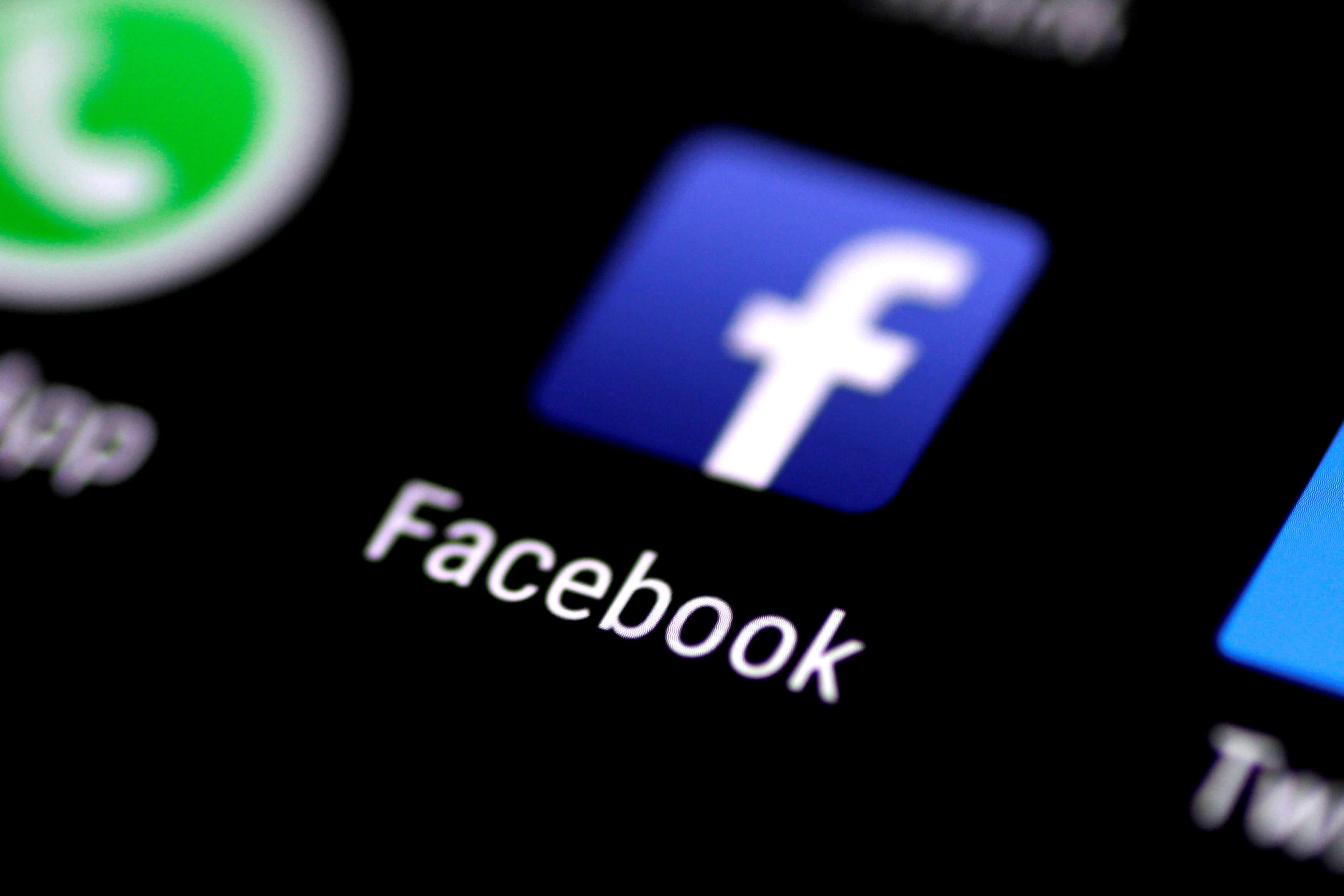 Έπεσε το Facebook!
