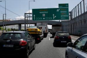 Τροχαίο στην Αττική Οδό με υλικές ζημιές και… κίνηση