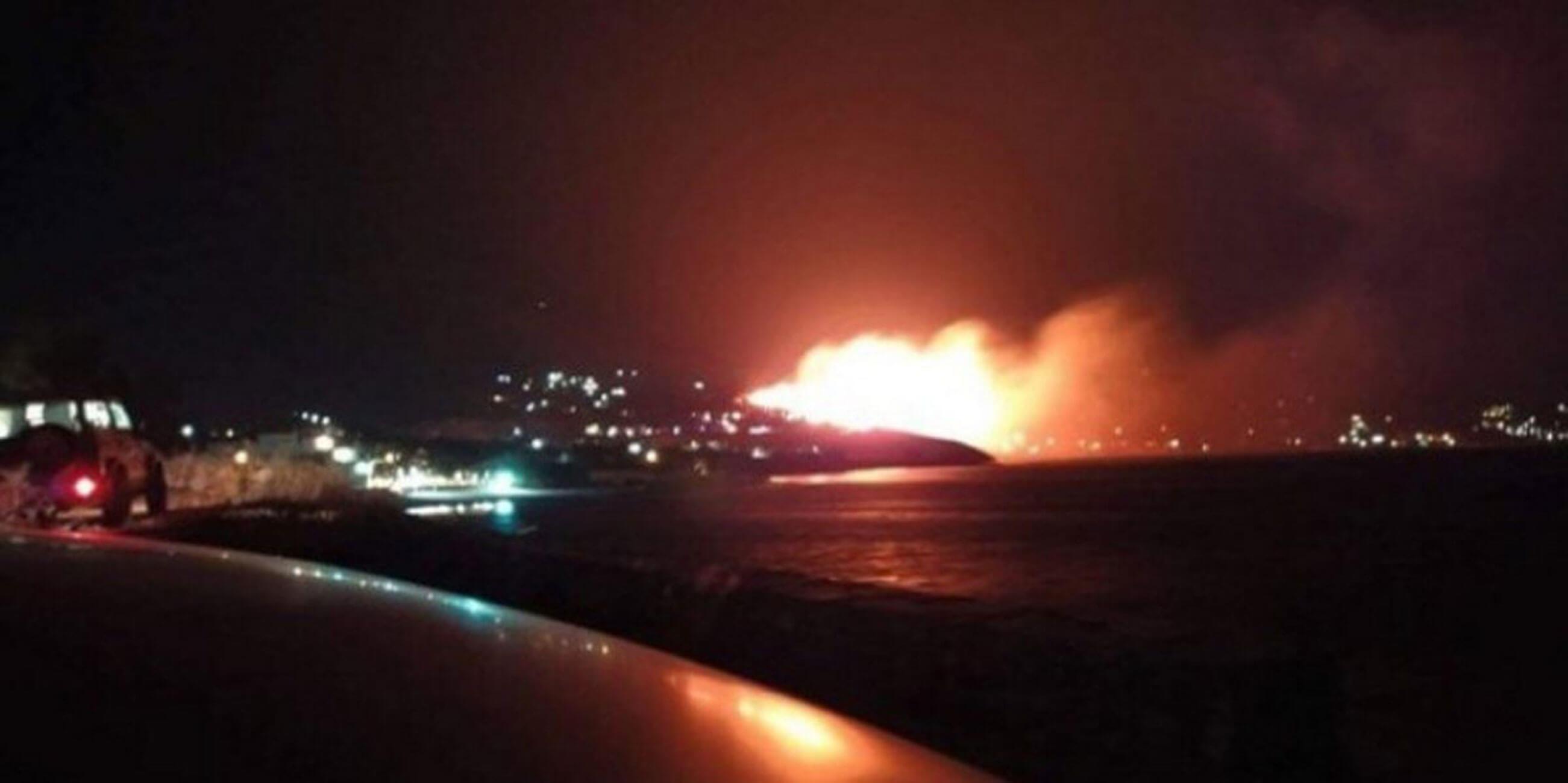 Νύχτα θρίλερ από τη φωτιά στην Κάρυστο - Εκκενώθηκαν σπίτια