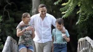 Εκλογές 2019: Ο Μάριος Γεωργιάδης… με τα παιδιά του στο τηλεοπτικό σποτ! video