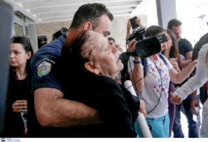 Δολοφονία Γραικού: Ένταση, κατάρες και λιποθυμίες στα δικαστήρια – «Είναι δολοφόνος θέλει κρέμασμα» – video