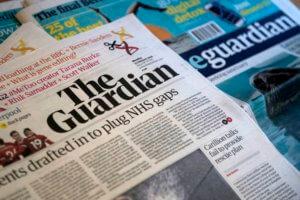 """Συμμαχία λαϊκισμού και θρησκείας """"βλέπει"""" η Guardian"""