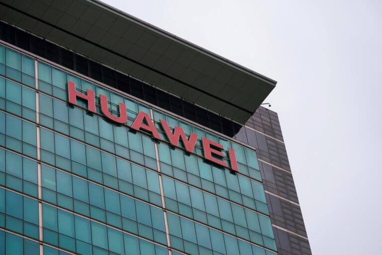 """""""Μυστική συνεργασία της Huawei με τις ένοπλες δυνάμεις της Κίνας"""""""