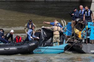 Ουγγαρία: Ακόμη δυο πτώματα ανασύρθηκαν από το ναυάγιο του Δούναβη – 13 άτομα αγνοούνται