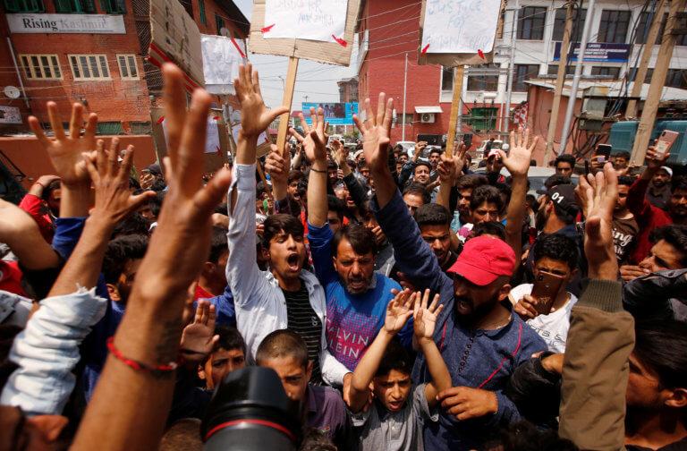Ινδία: Ένταση και συγκρούσεις μεταξύ ινδουιστών και μουσουλμάνων μετά τον φόνο δίχρονης