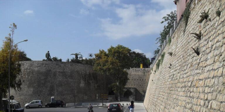 Ηράκλειο: Είπε στους φίλους του ότι φεύγει, και έπεσε από τα τείχη