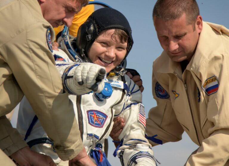 Ρωσία: Τρεις αστροναύτες του Διεθνούς Διαστημικού Σταθμού επέστρεψαν επιτυχώς στη Γη!