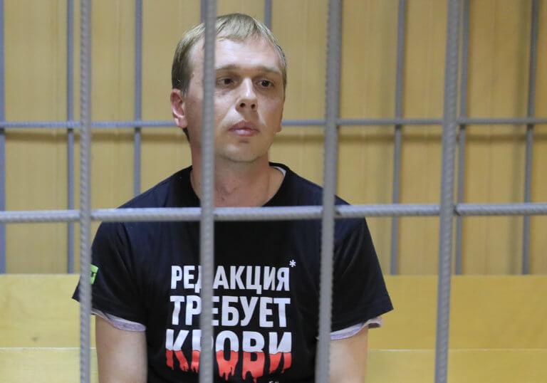 Ρωσία: «Χαμός» με την υπόθεση Γκολουνόφ – Ξεπούλησαν 3 εφημερίδες με εξώφυλλο «είμαστε όλοι Ιβάν»