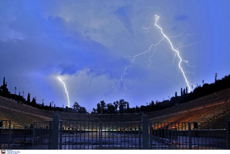 Καιρός: Η καταιγίδα στην Αθήνα μέσα από ένα μοναδικό timelapse (video)