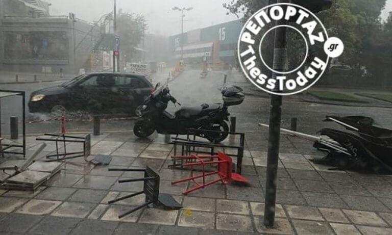 Καιρός – Θεσσαλονίκη: Άνοιξαν οι ουρανοί – Σφοδρή καταιγίδα μετέτρεψε δρόμους σε ποτάμια [pics, video]