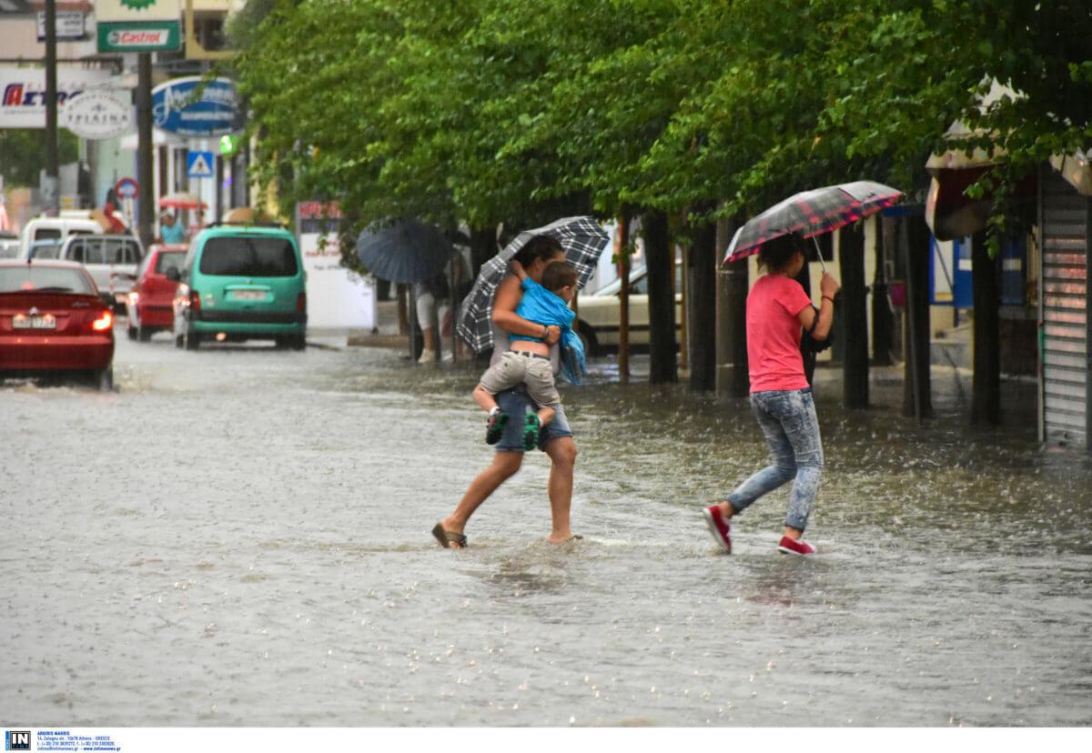 Καιρός: Υποχωρεί ο καύσωνας, έρχονται βροχές και καταιγίδες