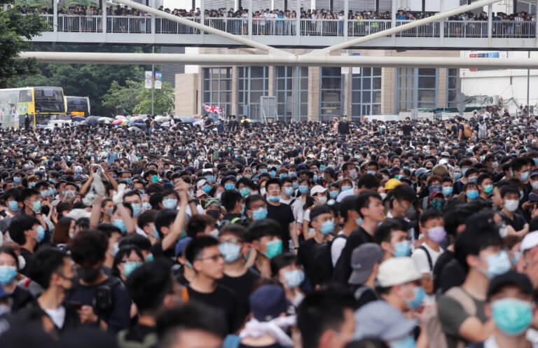 Χονγκ Κονγκ: Διαδηλωτές απέκλεισαν το κέντρο της πόλης [pics]