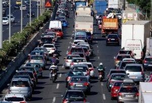 Ταλαιπωρία για τους οδηγούς στη Λεωφόρο Ποσειδώνος – Δίνεται το δεύτερο τμήμα στην κυκλοφορία