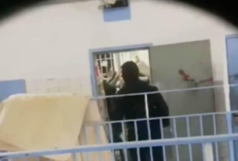 Φυλακές Κορυδαλλού: Κρατούμενοι βιντεοσκοπούσαν έφοδο της ΕΛ.ΑΣ. και γελούσαν
