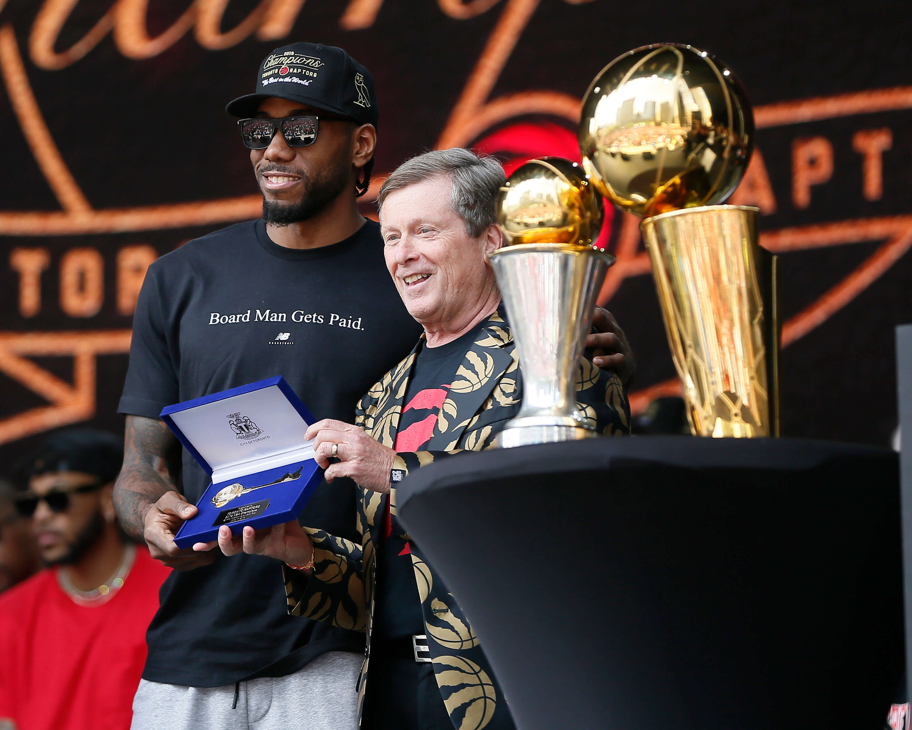 NBA: Ο δήμαρχος του Τορόντο έδωσε το κλειδί της πόλης στον Λέοναρντ [pic]