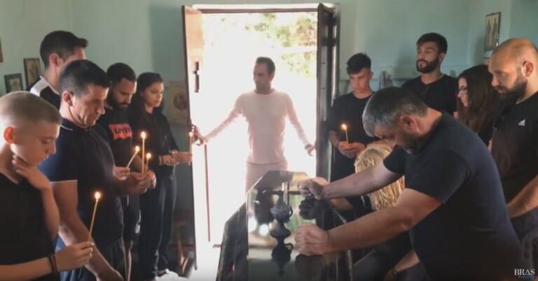 Λέσβος: Η κηδεία του 20χρονου οδηγού μηχανής στοιχειώνει τα όνειρά του – «Σκάσε και κοίτα» – video