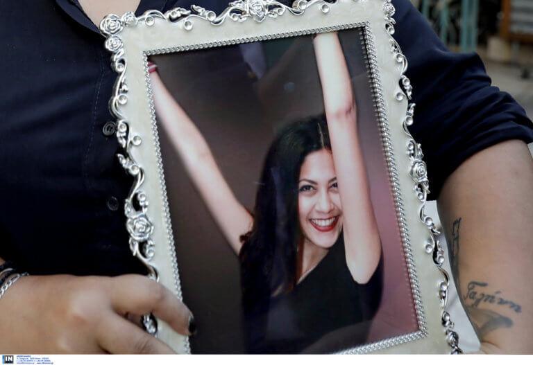 Υπόθεση Λίνας Κοεμτζή: Στο εδώλιο οι κατηγορούμενοι του ροζ διασυρμού της – Στα δικαστήρια η μητέρα της [pics]
