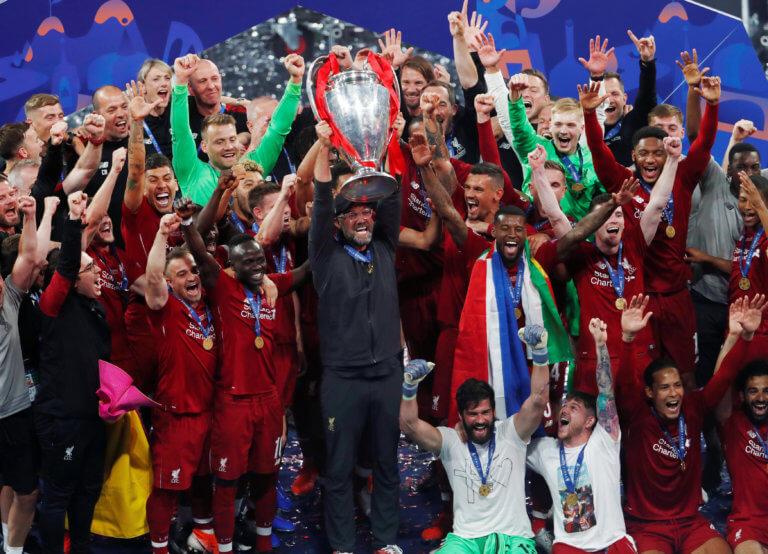 Τελικός Champions League: Η απονομή του τροπαίου στη Λίβερπουλ κι οι έξαλλοι πανηγυρισμοί – video