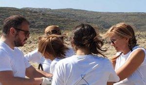 Τήνος: Η Μαρέβα Μητσοτάκη καθάρισε με εθελοντές παραλίες – Ο γαλάζιος υποψήφιος που ήταν σκιά της [pic]