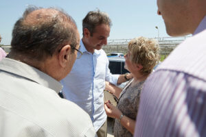 Μητσοτάκης από Αίγιο: «Είμαι εδώ για να προχωρήσω με όλες τις Ελληνίδες και με όλους τους Έλληνες ενωμένους»