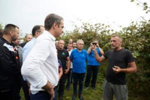Μητσοτάκης: Μίλησε με αγρότες και ζήτησε ισχυρή εντολή από την Άρτα (pics)