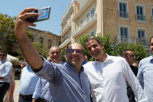 Εκλογές 2019 – Μητσοτάκης: Selfies, μαντινάδες και αγκαλιές στο Ηράκλειο [pics]