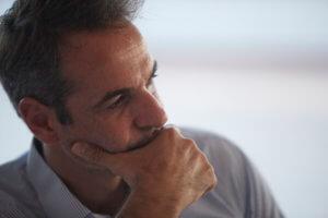 Handelsblatt: Σύντομα ο Μητσοτάκης ίσως πακετάρει τα πράγματά του για Μαξίμου