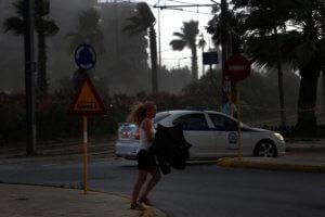 """Καιρός σήμερα: Αλλάζει το σκηνικό με βροχές και καταιγίδες – """"Βουτιά"""" της θερμοκρασίας!"""