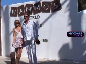 Μύκονος – Gumball 3.000: Έκλεψε την παράσταση στο Nammos με την κατά 27 χρόνια μικρότερη σύζυγό του – video